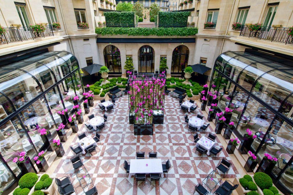 La Cour de Marbre du Four Seasons George V, tout juste rénovée. Sur la gauche, L'Orangerie © Guillermo ANIEL-QUIROGA
