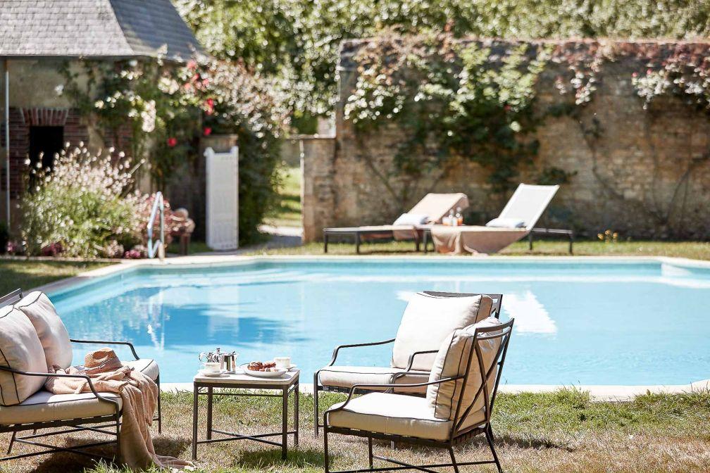 Le Château d'Audrieu propose à ses guest une piscine extérieure chauffée © DR