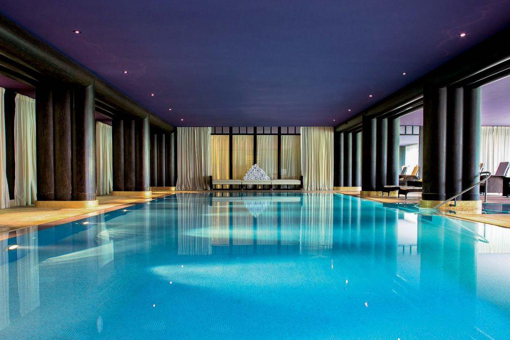 À l'intérieur du Spa, une immense piscine intérieure © G. Gardette