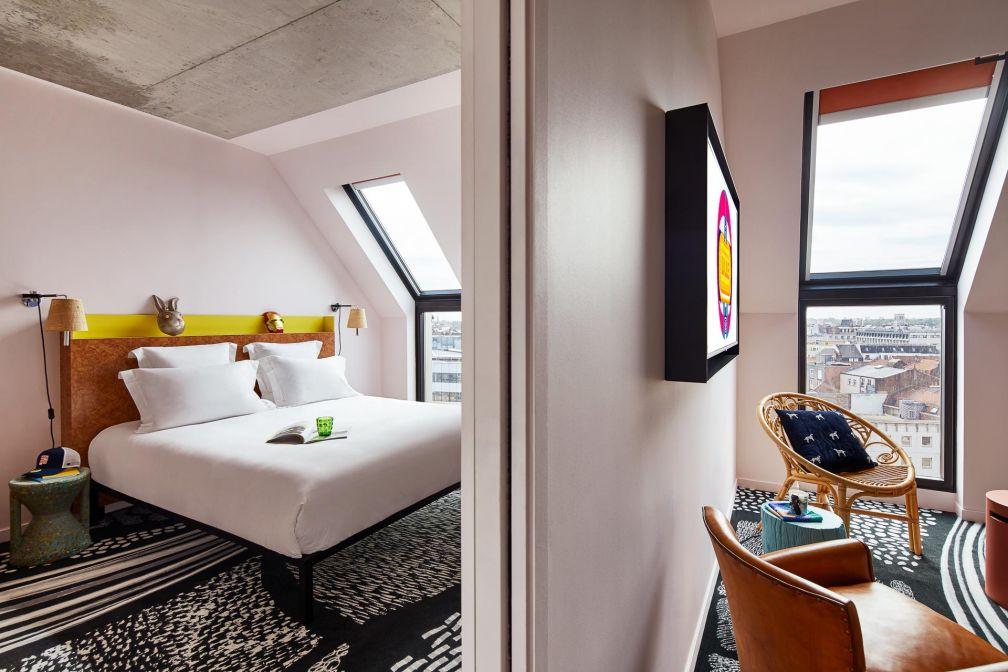 Le Mama Shelter XXL propose quelques chambres XXL avec un espace salon, idéales pour les familles © DR