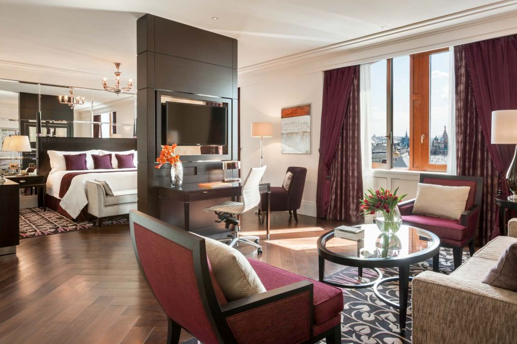 Grand Premier Suite avec vue possible sur la Place Rouge © Four Seasons