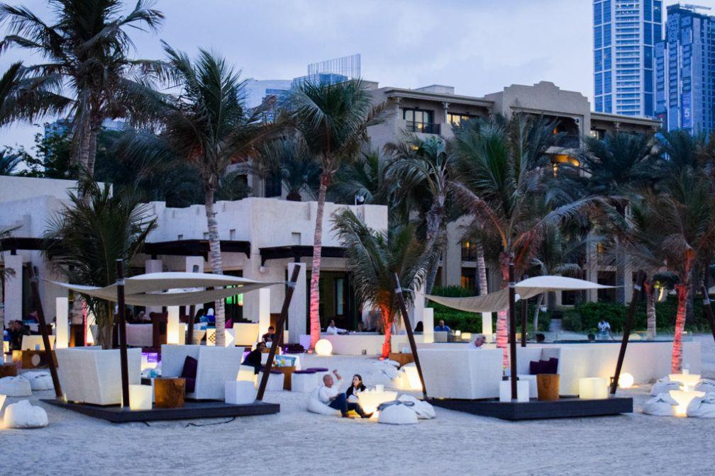 The Jetty Lounge est considéré, à juste titre, comme le bar de plage le plus chic de Dubaï © YONDER.fr