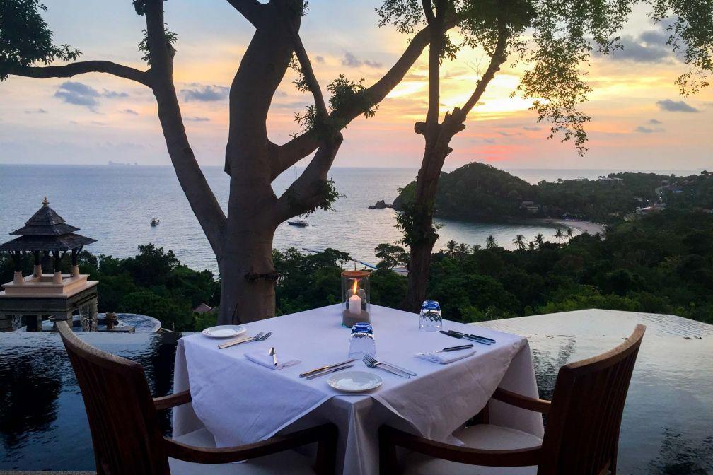 Le restaurant Seven Seas surplombe la baie et offre un coucher de soleil sans pareil © Constance Lugger