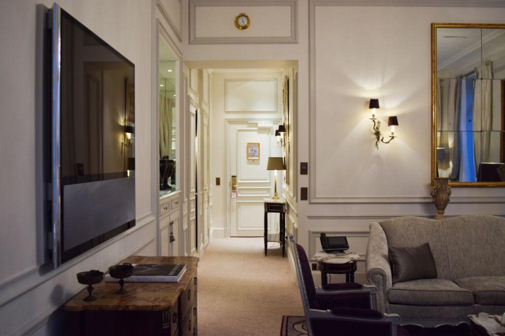 nuit d exception au plaza ath n e le mythique palace de l avenue montaigne yonder. Black Bedroom Furniture Sets. Home Design Ideas