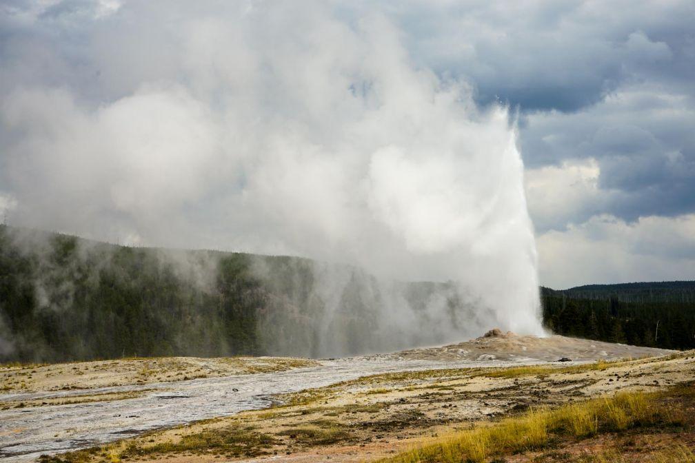 L'éruption du geyser Old Faithful, un incontournable de toute visite du parc © YONDER.fr