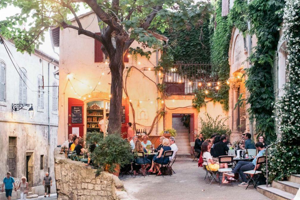 L'Épicerie du Cloître est l'une des adresses les plus agréables pour déjeuner ou dîner en terrasse © DR