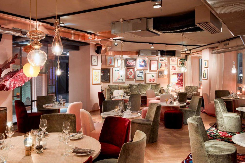 25hours Hotel Terminus Nord : l'espace lounge du restaurant NENI © Steve Herud