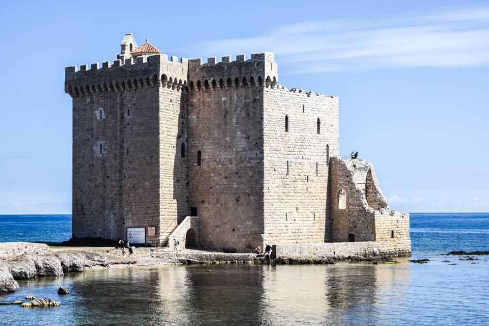 Le spectaculaire monastère fortifié du XIème siècle sur l'Île Saint-Honorat © Yonder.fr