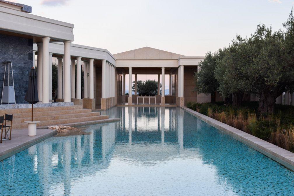 Le bassin de réflection, symbole de l'architecture grecque classique imaginée par Ed Tuttle © Yonder.fr