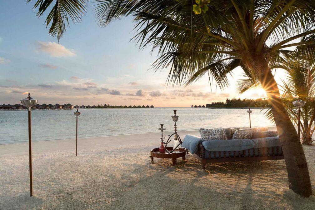 Naladhu Private Island Maldives - Coucher de soleil sur la plage © DR