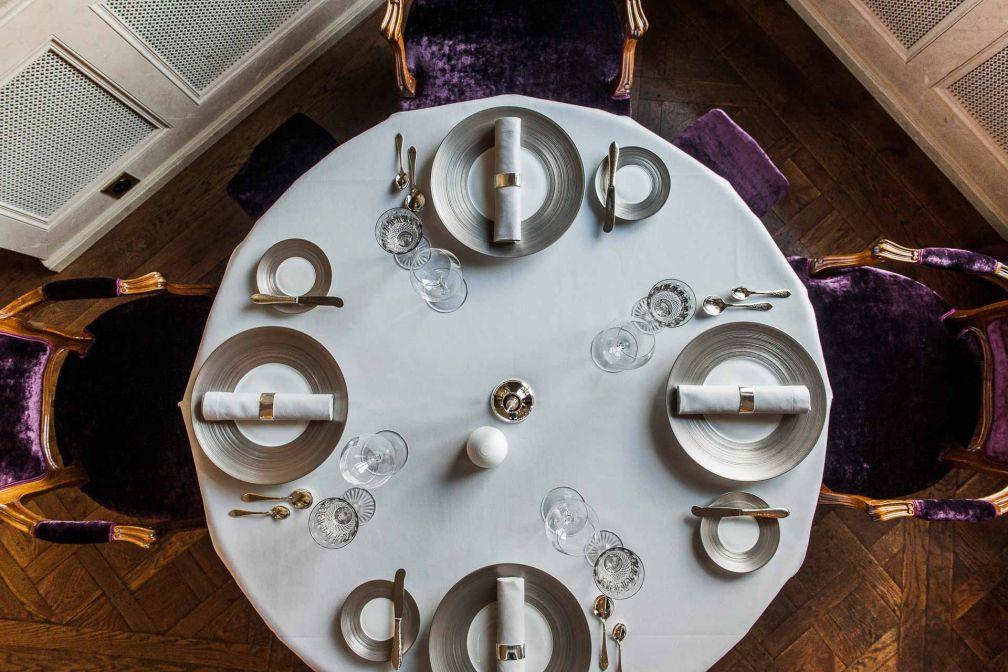 Sous la houlette du chef Peter Knogl, le restaurant gastronomique de l'hôtel, Cheval Blanc, a décroché trois étoiles Michelin fin 2015 © Les Trois Rois