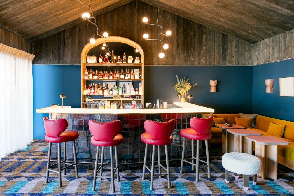 Le bar du Coucou, l'un des espaces les plus agréables de l'hôtel © Jérôme Galland
