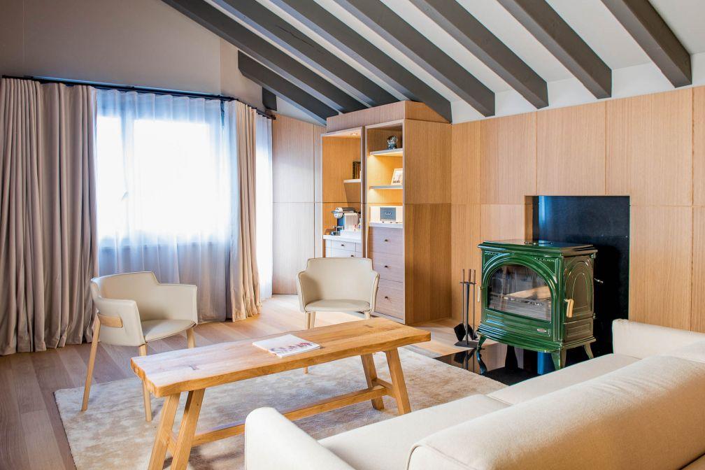L'Attic Suite, sous les toits, est la plus grande suite du Schweizerhof Zermatt © Alpimages