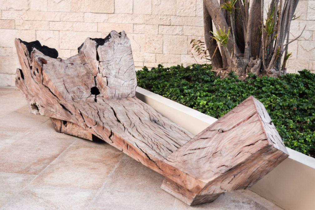 La décoration de l'hôtel met à l'honneur des matériaux bruts, comme ici le bois © Yonder.fr