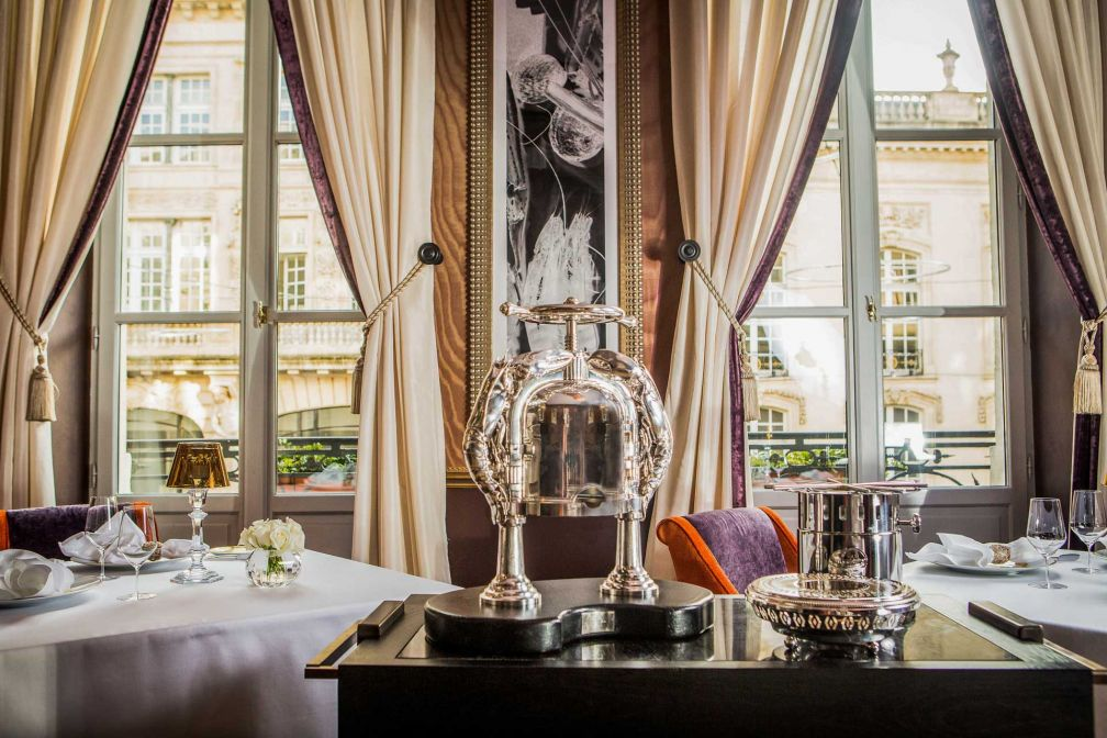 Le fleuron gastronomique du Grand Hôtel est évidemment Le Pressoir d'Argent, une table doublement étoilée depuis février 2017 © Julien Faure