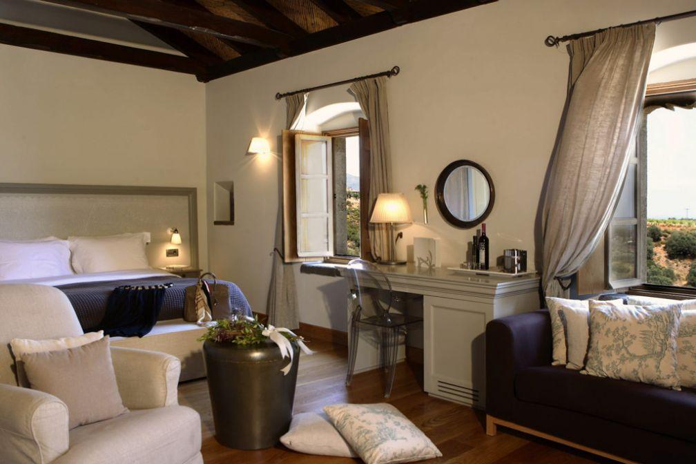 Design sobre dans les chambres et suites © Kinsterna