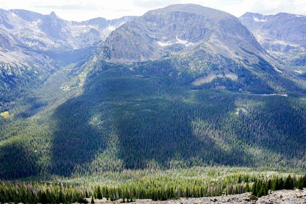 Les vues sur le parc sont particulièrement grandioses depuis la Trail Ridge Road, qui grimpe à plus de 3,700 mètres d'altitude © YONDER.fr