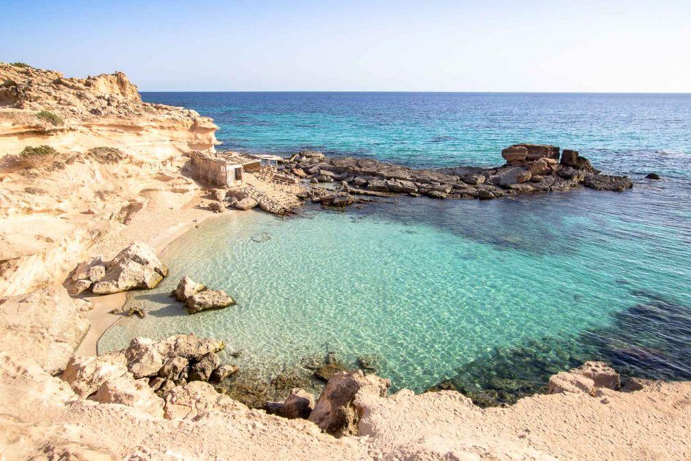 Les eaux turquoise de Formentera invitent au farniente. Ici, la plage Calo Des Mort © robertdering - stock.adobe.com