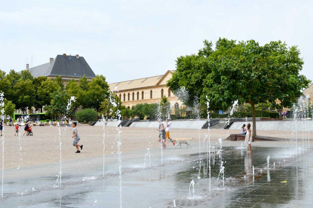 Les fontaines de la Place de la République rafraichissent petits et grands © Pierre Gunther