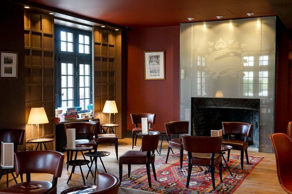 Ambiance chaleureuse au bar de l'hôtel © YONDER.fr
