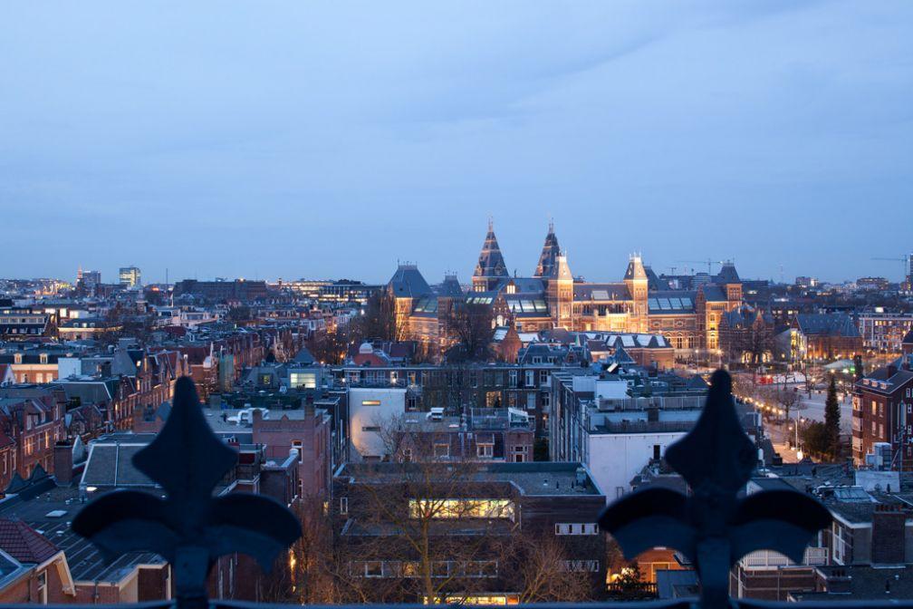 Vue sur Amsterdam depuis la terrasse privée de la suite I Love Amsterdam @ Conservatorium Hotel