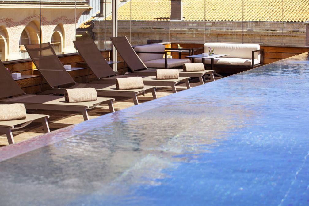 La terrasse de l'hôtel : le spot idéal pour un bain de soleil © Five Seas Hotel