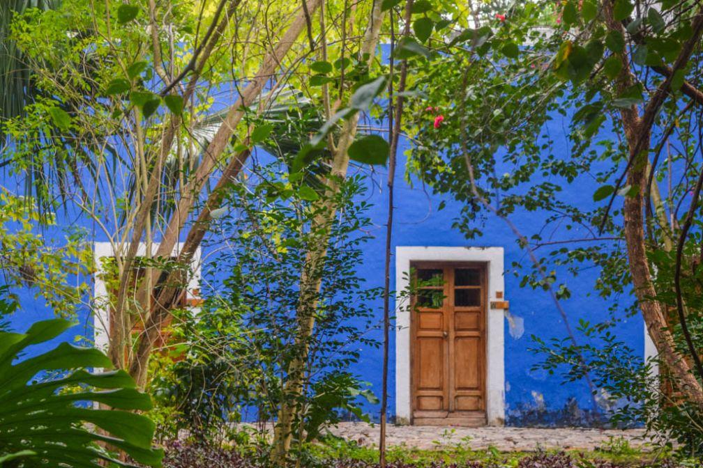 Les bâtiments historiques de l'Hacienda, d'un bleu éclatant © Yonder.fr