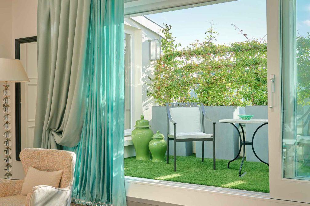 Elle bénéficie d'une terrasse privative aménagée comme un petit jardin © Eric Cuvillier
