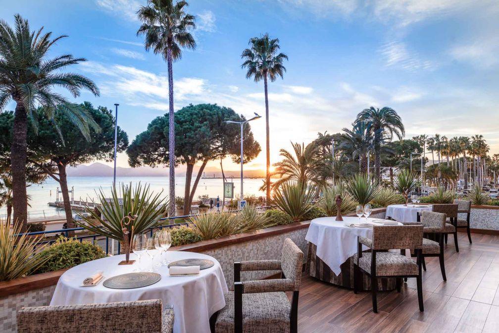 La terrasse du restaurant La Palme d'Or, l'une des plus grandes tables de la Côte d'Azur © J. Kelagopian