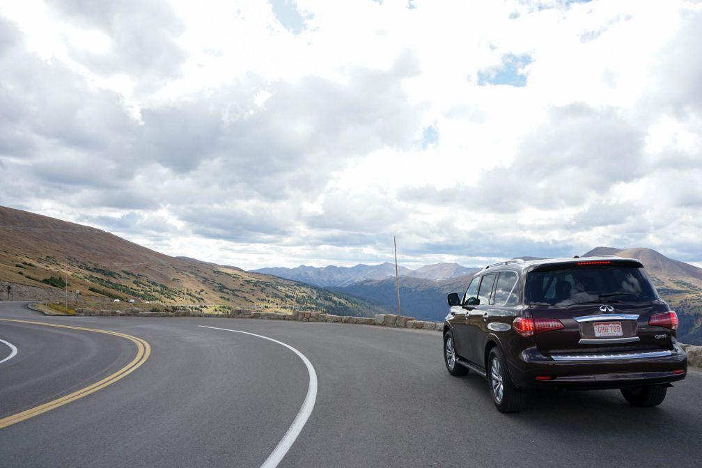 Si la route est très élevée en altitude, elle est également très large et permet de circuler facilement © YONDER.fr