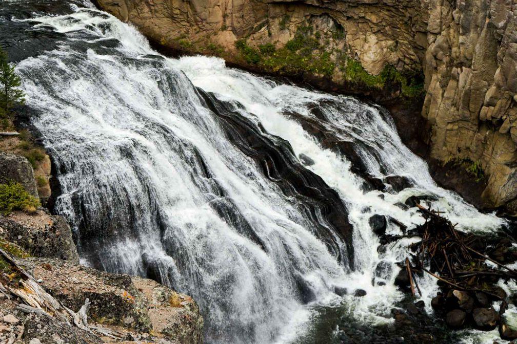 Les Gibbon Falls, sur la rivière éponyme, à mi-chemin entre Madison Junction et Norris Junction. © YONDER.fr
