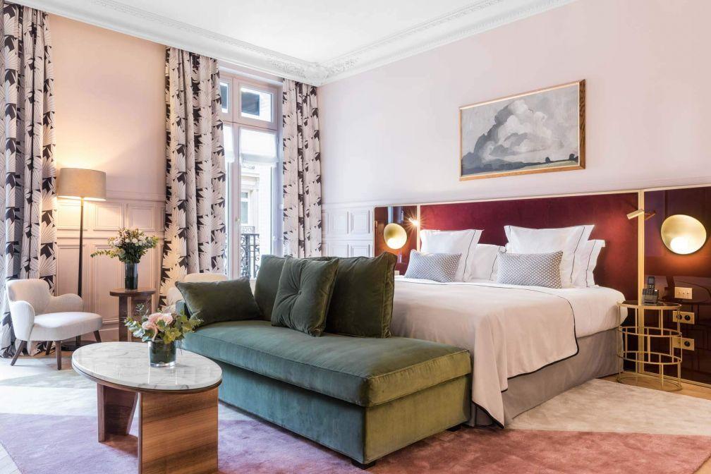 À l'intérieur d'une Prestige Junior Suite à l'hôtel Grand Powers dans le Triangle d'Or parisien © DR