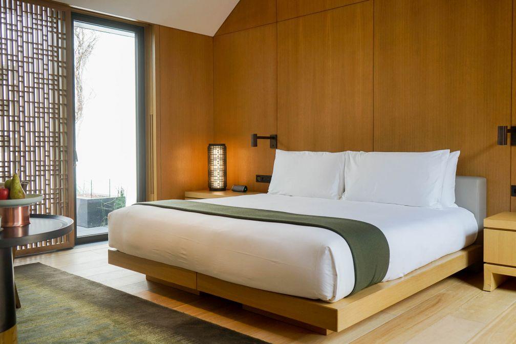 Chambre à coucher dans l'une des 24 Ming Courtyard Suites © YONDER.fr