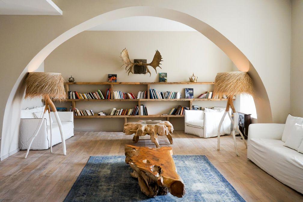 L'espace bibliothèque, idéal pour traîner le soir venu ou en journée si la météo n'est pas au rendez-vous © YONDER.fr