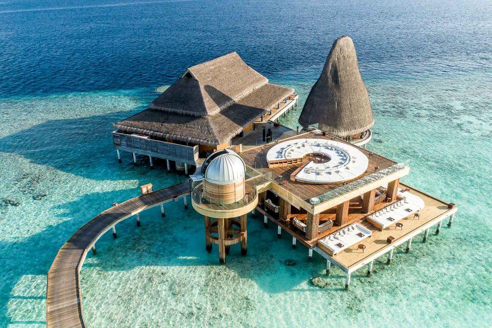 Anantara Kihavah Maldives Villas - L'hôtel dispose de son propre observatoire pour contempler le ciel étoilé © DR