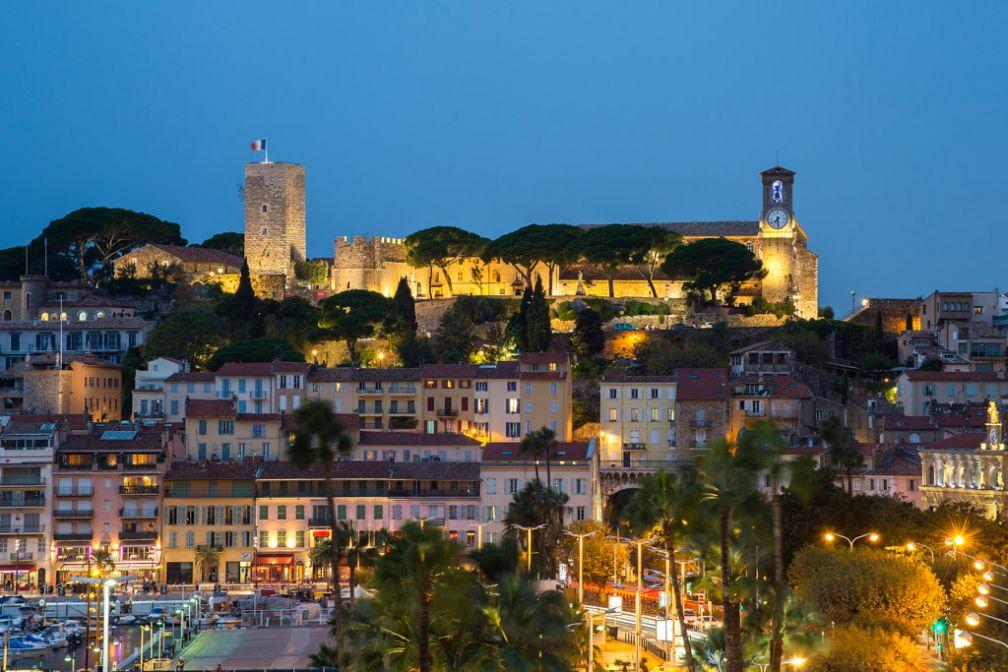 Vue sur Le Suquet depuis le restaurant gastronomique ou la suite Top of Five © Five Seas Hotel