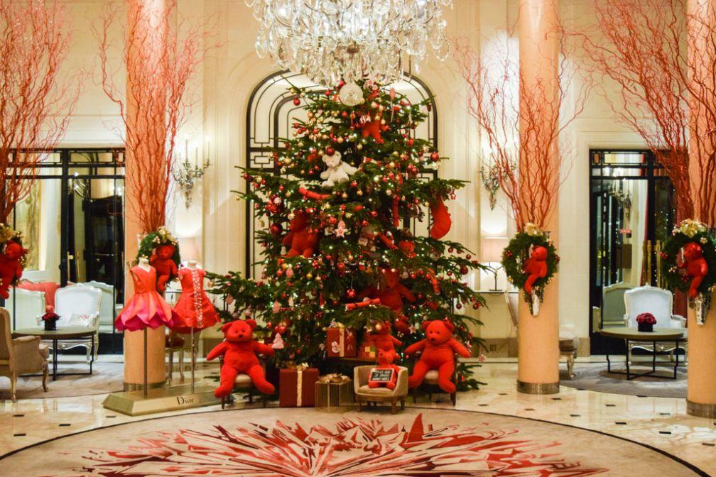 L'incontournable sapin de Noël du Plaza Athénée © Yonder.fr