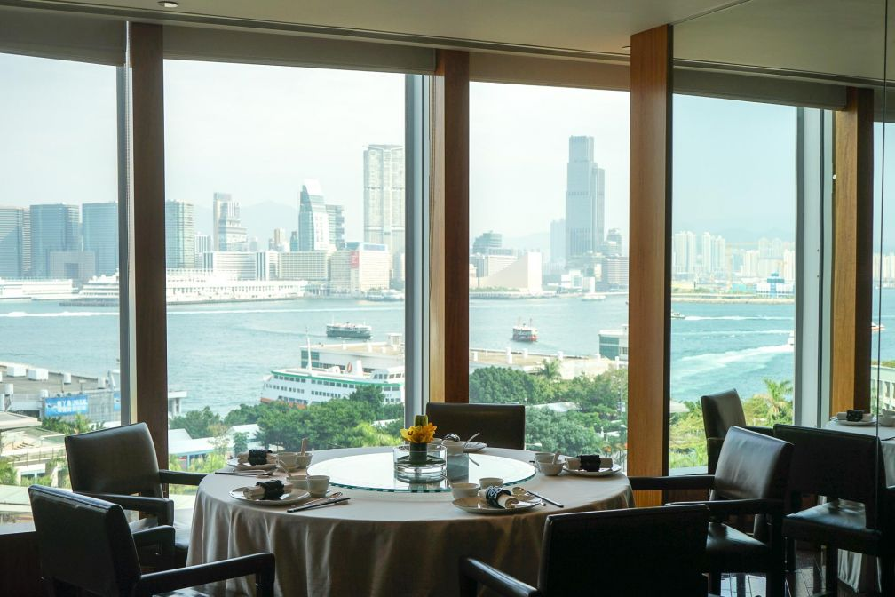 Lung King Heen, un restaurant avec vue vue le port Victoria à Hong Kong © MB / YONDER.fr