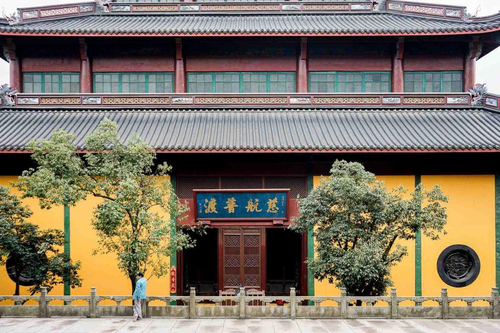 Le Temple Lingyin (ou Temple de la retraite de l'âme) est un des temples bouddhistes les plus prospères de Chine © YONDER.fr