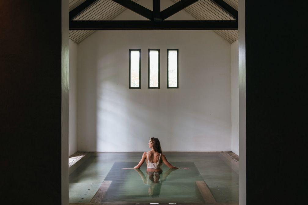 L'Aman Spa est doté de deux piscines à immersion, froide et chaude © Aman