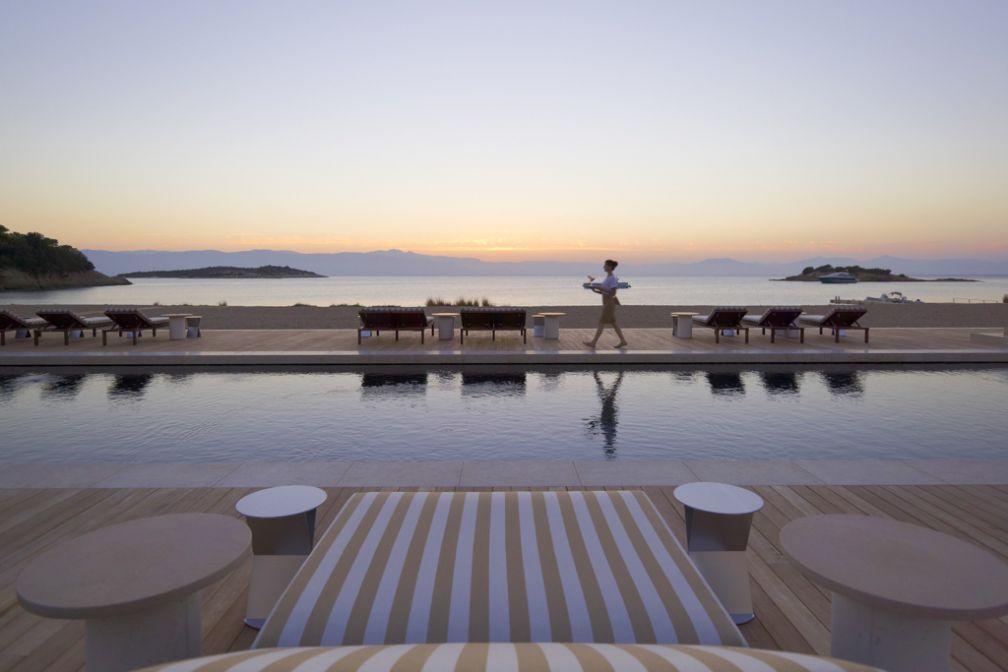 Le Beach Club, à quelques kilomètres du resort, au coucher du soleil © Aman