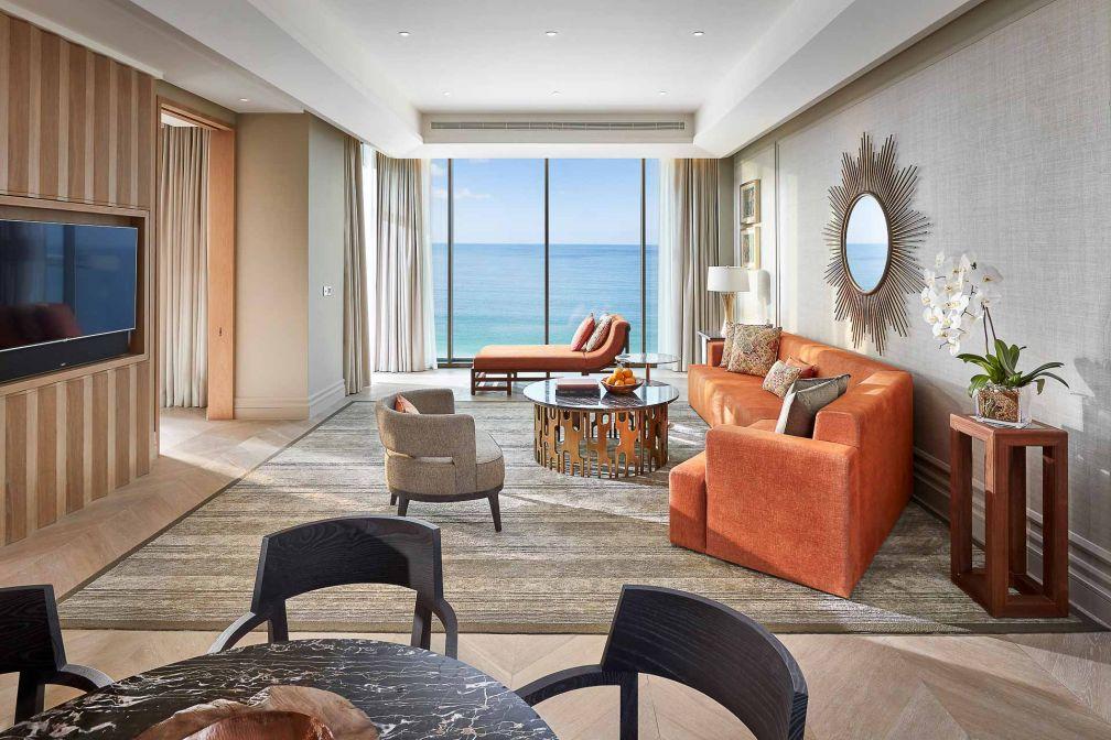 Mandarin Oriental Jumeira : le salon d'une Suite Mandarin Sea Front © MOHG