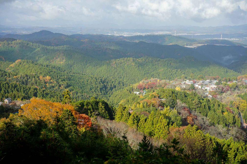Vue depuis les hauteurs du Mont Yoshino, à une cinquantaine kilomètres au sud de Nara © YONDER.fr