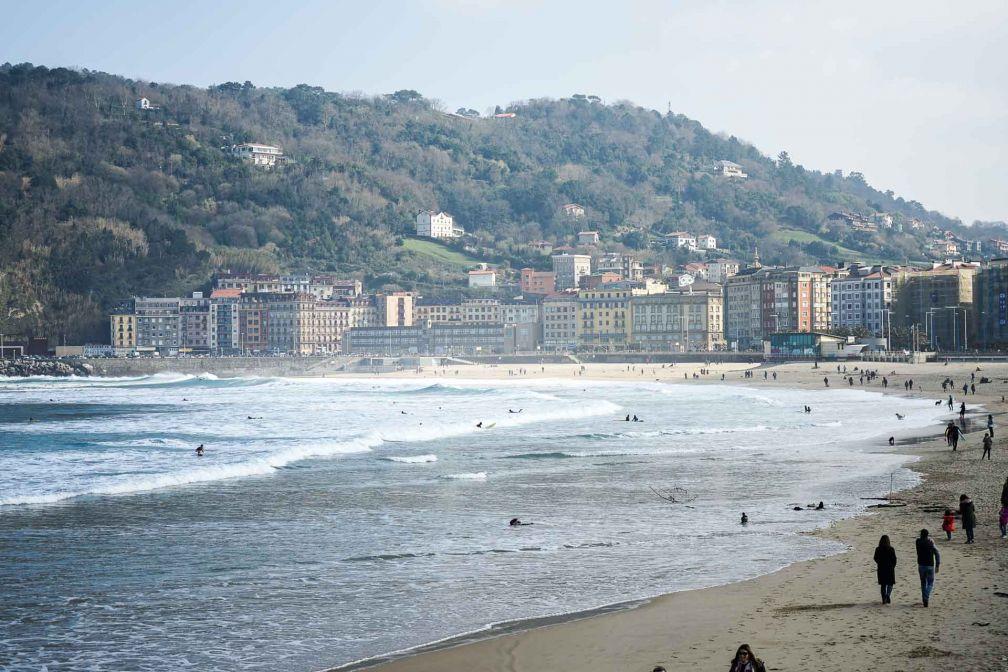 La plage de la Zurriola est la plage des surfeurs © YONDER.fr