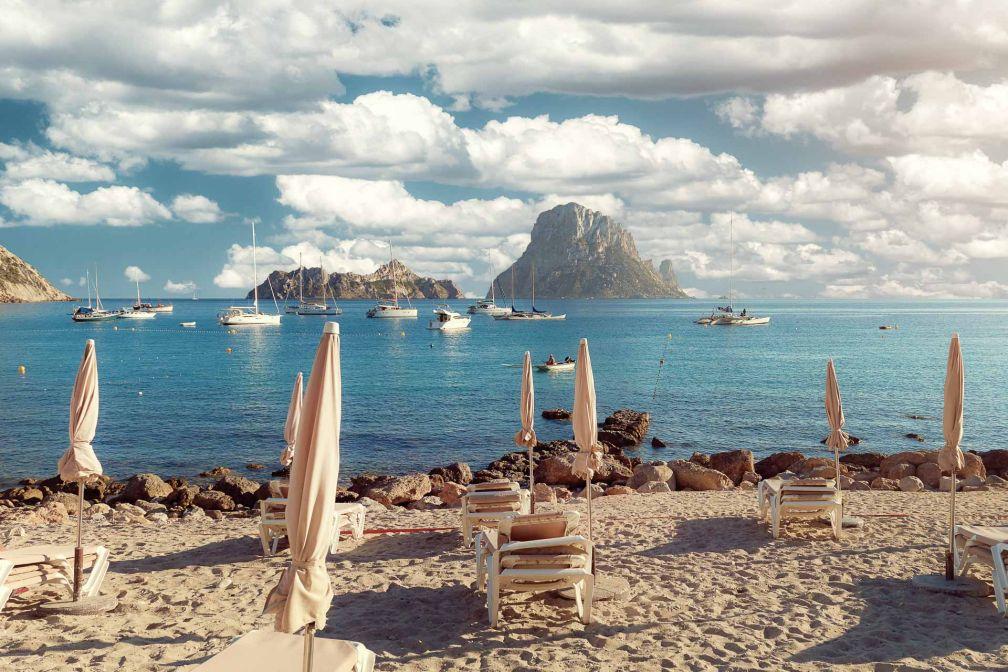 La plage Cala d'Hort est l'une des préférées du trio Apollonia à Ibiza © Alex Tihonov