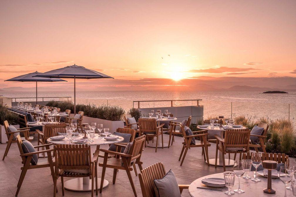 Coucher de soleil sur la terrasse du Mercato, la table italienne de l'hôtel © DR