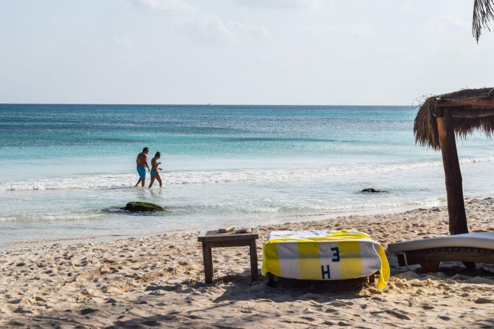 Sur la plage privée d'Esencia © Yonder.fr