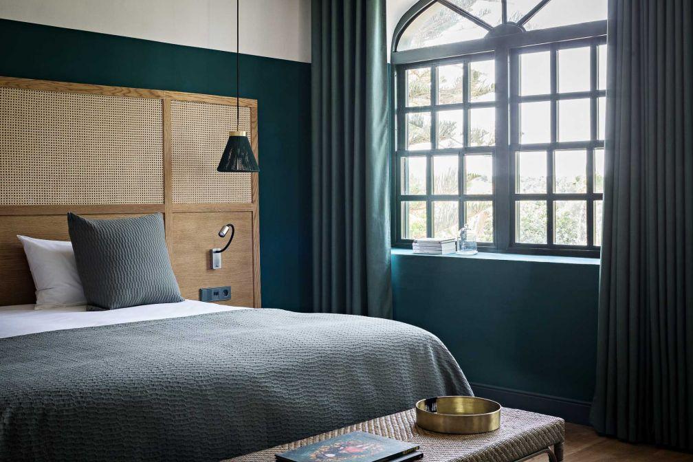 Une chambre de la maison principale de Santa Ponsa  (Fontenille Menorca) © Yann Deret