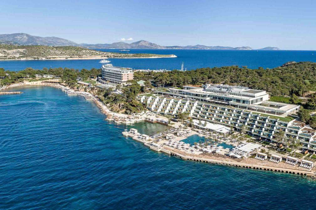 Vue aérienne de l'immense complexe Four Seasons Astir Palace Hotel Athens sur la péninsule de Vouliagmeni © DR
