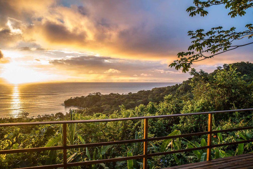 Spectaculaire coucher de soleil au Lapa Rios Lodge © DR